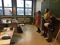 Die Schüler sammelten in den Klassen....